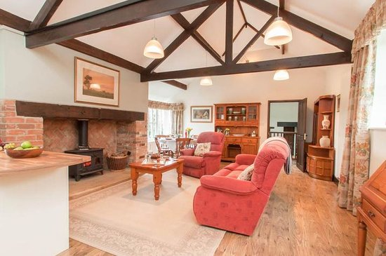 Blue Ball Lodge: Large Open plan vaulted living area