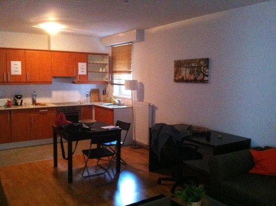 Nova Apartments: Salón-Cocina