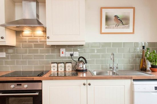 Blue Ball Lodge: Modern well equiped kitchen