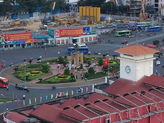 Liberty Central Saigon Centre Hotel: Vista desde la terraza del hotel