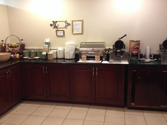 Best Western Plus Governor's Inn : Breakfast Bar