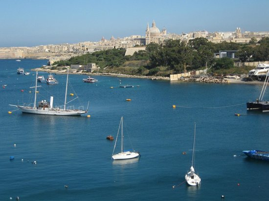 The Waterfront Hotel: Balcony view from 5th floor front to Valetta