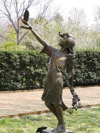 Daniel Stowe Botanical Garden : Sculpture
