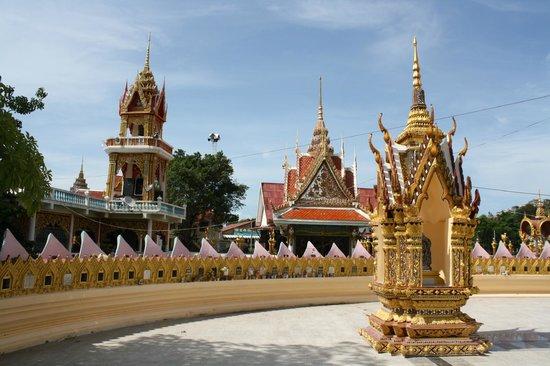 Wat Plai Laem: Tempelanlge
