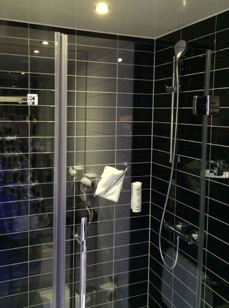 Holiday Inn Express Heidelberg - City Centre: GREAT SHOWER, HOT WATER, GOOD PRESSURE