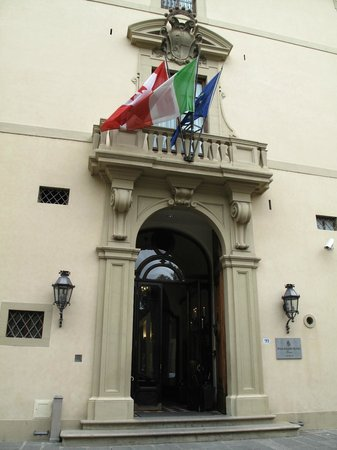 Four Seasons Hotel Firenze: Hotel entrance