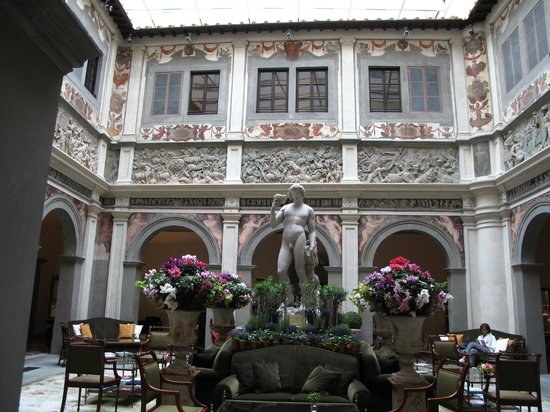 Four Seasons Hotel Firenze: Hotel Lobby