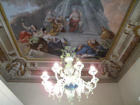 Four Seasons Hotel Firenze: Bathroom ceiling