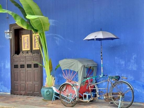 Cheong Fatt Tze - The Blue Mansion: antique trishaw