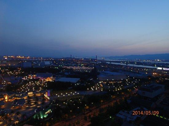 Hotel Kintetsu Universal City: 部屋からの景色。左側にスタジオ。