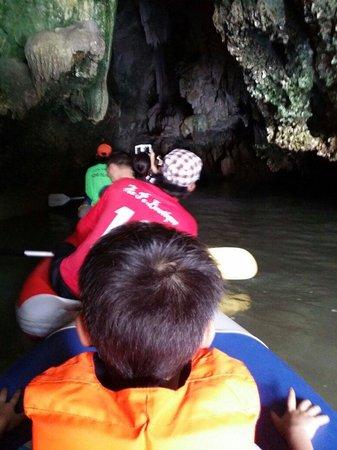 Phuket Sail Tours : Going into the hongs...