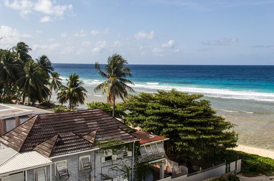 Coconut Court Beach Hotel: Southern view from Room 120