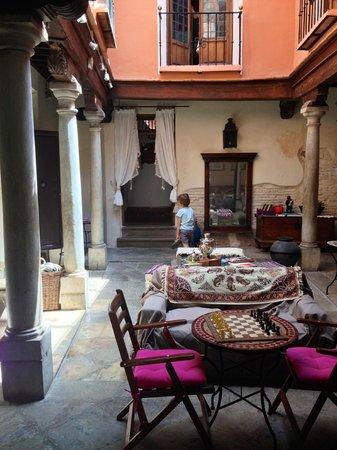 Apartamentos Carmen del Jazmin : indoor patio