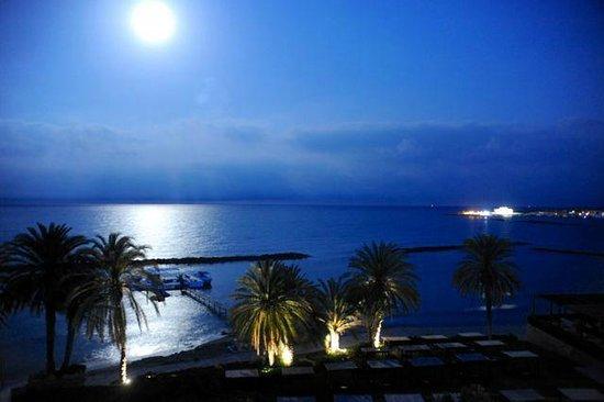 Almyra Hotel : вид