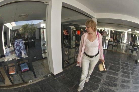 Almyra Hotel : магазино