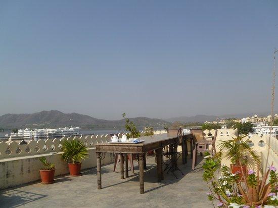 Hotel Aashiya Haveli : Breakfast served on the roof