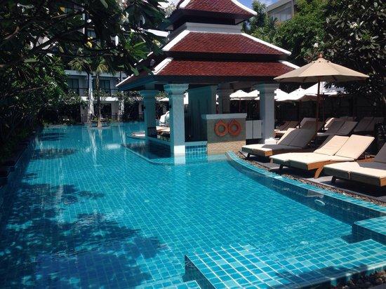 Centara Anda Dhevi Resort and Spa: Pool w pool bar