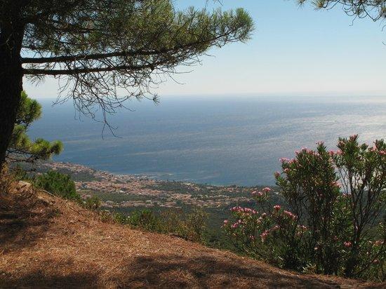 Cala Gonone Beach Village : Panorama della zona di Calagonone vista da galleria Dorgali