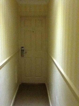 Commodore Hotel : una ratonera el pasillo