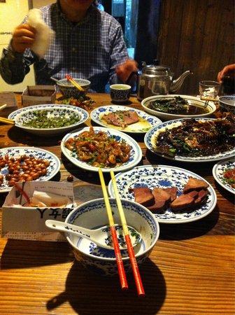 Wuzhen Water Town : Essen bei Einwohnern des Dorfes
