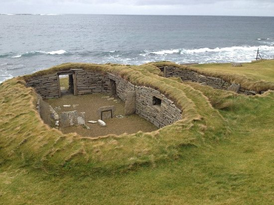 Papa Westray Hostel: Knap of Howar is over 5,5000 years old and is less than half a mile from our hostel