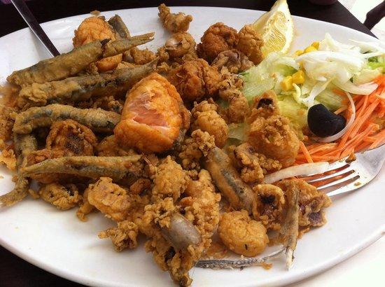 Los Manueles: Fritura de pescado sin sabor a pescado... Sabor a harina grita en aceite reusado
