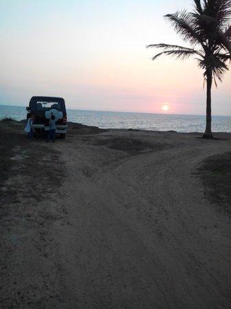 Meenkunnu Beach: From that car parking..site