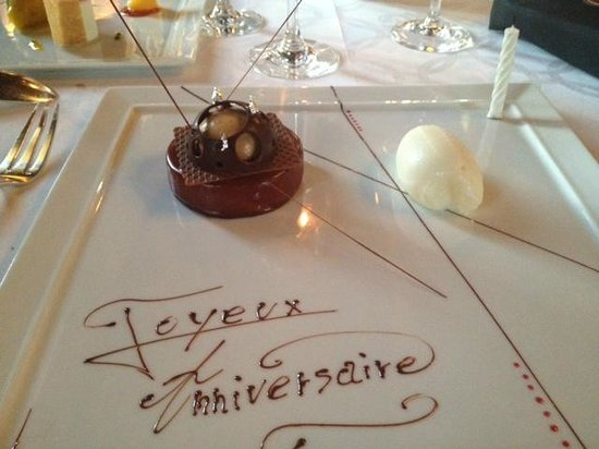 Chateau de la Treyne: Assiette de dessert pour notre anniversaire de mariage