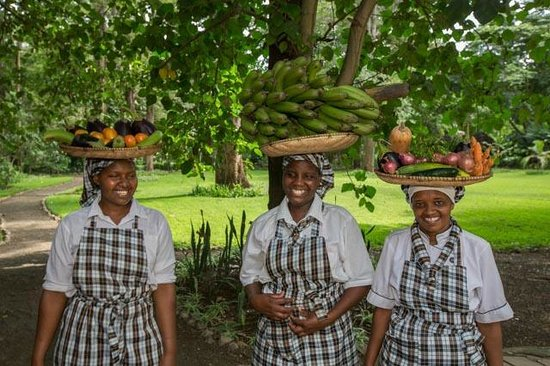 Rivertrees Country Inn: Start off the day with a basket of fresh fruit and smiles