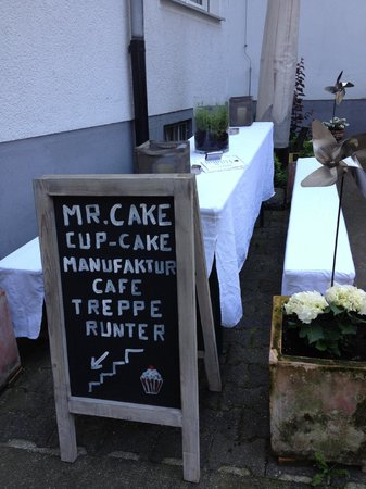 Mr. Cake Cologne: The terrace area is awaiting for summer