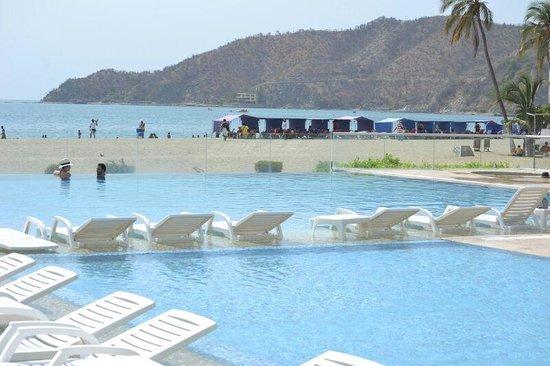 Hotel Tamaca Beach Resort: la pileta es muy linda