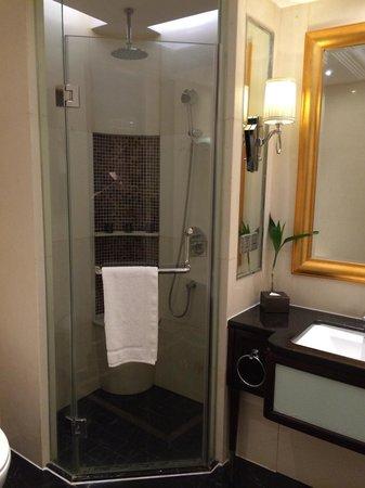 Inspirock hotel: Dusche aus schwarzem Marmor