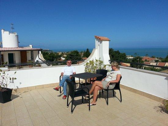 Hotel Baia del Capitano: Taras na dachu.