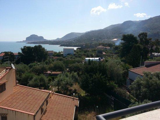 Hotel Baia del Capitano: Widok z tarasu na dachu.