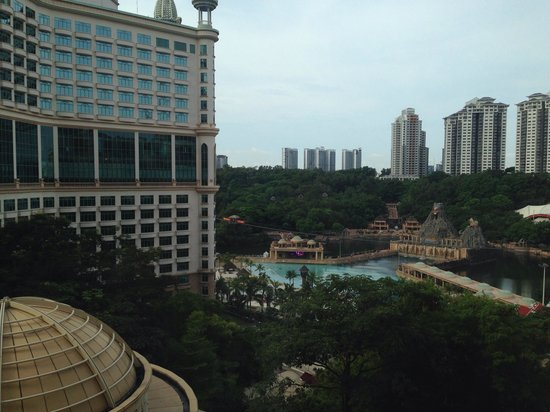 Sunway Pyramid Hotel: view from the connection to sunway resort & spa hotel