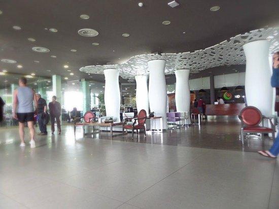 HD Beach Resort & Spa: reception area