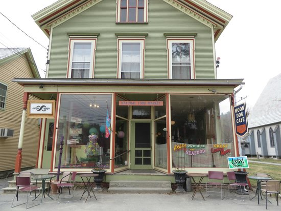 Moon Dog Cafe: Outside