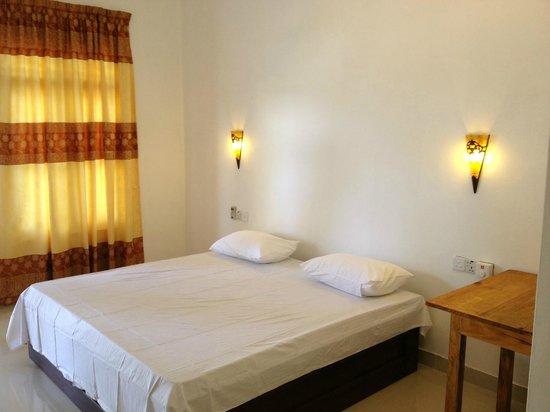 Paradise Sand Beach Hotel: AC Room