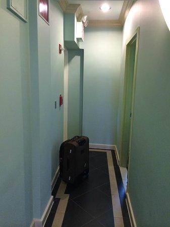 Hotel Mulberry: Pasillo que lleva a las habitaciones, piso 9