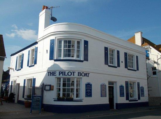 Pilot Boat Inn Restaurant: Front of the Pilot Boat Inn : May 2014