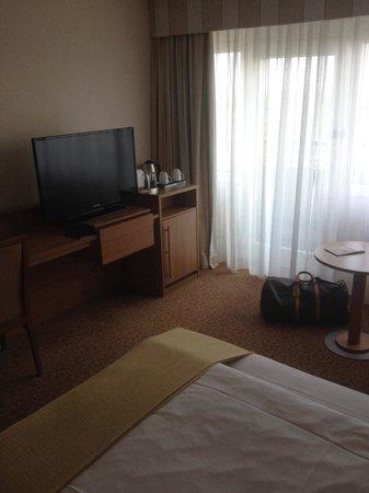 Leonardo Royal Hotel Frankfurt: super großer Flat TV