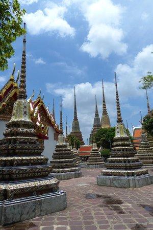 Phra Maha Chedi Si Rajakarn