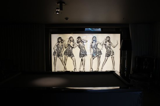 SLS Hotel, A Luxury Collection Hotel, Beverly Hills: SLS Bev Hills- Mary J artwork