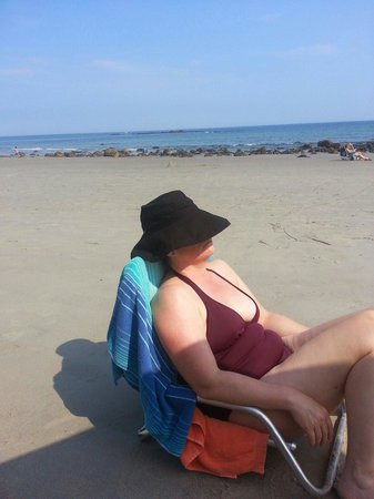 Haven By The Sea: Retta enjoying the beach