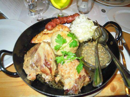 Zum Martin Sepp: Una portata di carne mista - Mixed meat dish