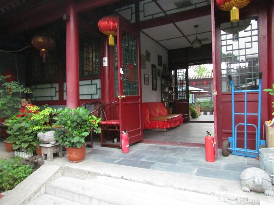 Red Lantern House: new west yard