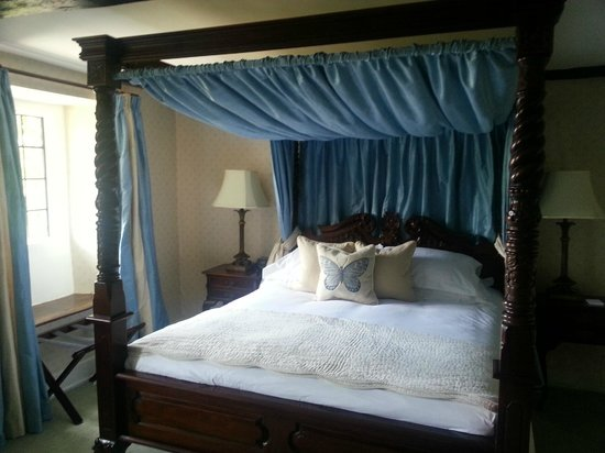 Guyers House Hotel: 4 poster bed (bedroom 1)
