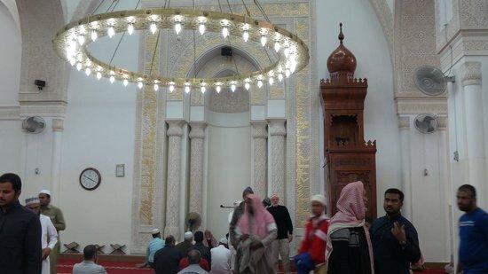 مسجد القبلتين: Beautiful inside