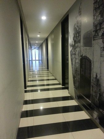 Loft Legian Hotel: The room hallway