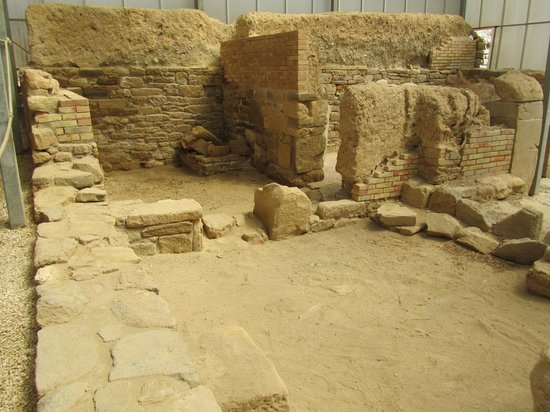 Eraclea Minoa : Covered and well preserved ruins of Greek buildings.